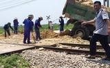 Tin tai nạn giao thông mới nhất ngày 21/4/2019: Xe tải bị tàu hỏa húc văng, tài xế tử vong