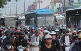"""Đường phố Hà Nội, TP.HCM """"nghẹt thở"""" vì người dân trở lại làm việc sau kì nghỉ lễ"""