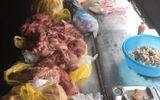 Rùng mình phát hiện gần 300 kg thịt lợn bẩn chuẩn bị chế biến cho học sinh ở Sa Pa