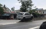 Tin tức tai nạn giao thông mới nóng nhất hôm nay 22/5/2019: Ô tô nằm gọn trên dải phân cách