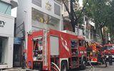 Cả khu phố hốt hoảng vì căn nhà 2 tầng giữa TP.HCM bất ngờ bốc cháy