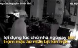Video: Tên trộm táo tợn đột nhập nhà dân lấy 3 chiếc xe máy