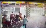 2 chiến sĩ công an đánh người đàn ông hàng xóm nhập viện bị khởi tố