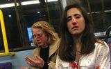 Từ chối hôn nhau trên xe buýt, hai cô gái đồng tính bị hành hung dã man