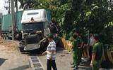 Tin tức tai nạn giao thông mới nhất 15/6/2019: Tạm giữ tài xế container đâm ô tô, 5 người chết