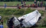 Tin trong nước - Tin tức tai nạn giao thông mới nhất hôm nay 16/6/2019: Xe tải bị tàu hỏa đâm, tài xế nguy kịch