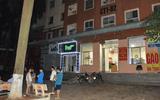 Bàng hoàng phát hiện bé gái nguy kịch trên mái tôn chung cư tại Hà Nội