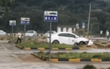 Video: Đạp nhầm chân ga, học viên để xe ô tô quay vòng suốt 2 phút