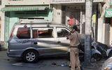 Hiện trường vụ ô tô mất lái gây tai nạn khiến 2 người nhập viện tại TP.HCM
