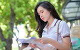 Hot girl xinh đẹp nức tiếng trường Trần Phú suýt ngất khi đi thi đại học vì nắng nóng
