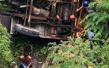 Vụ xe cẩu tông ô tô rơi xuống kênh nước ở Bến Tre: Số nạn nhân tử vong tăng lên 3