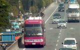 Hà Nội: Xử phạt tài xế xe khách biển số Lào đi lùi trên đường vành đai 3 trên cao