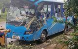 Xe khách va chạm kinh hoàng với xe máy, 26 hành khách khiếp vía