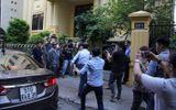 Vụ dâm ô bé gái trong thang máy: Bất ngờ điều tra bàn tay trái của ông Nguyễn Hữu Linh