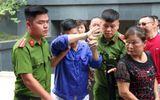 """Trùm bảo kê chợ Long Biên Hưng """"kính"""" lấy tay che mặt hầu tòa, phiên xử đột ngột hoãn"""
