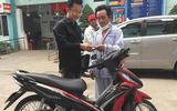 Tài xế xe ôm công nghệ bị cướp cắt cổ ở TP. HCM được tặng xe máy