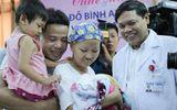 Đời sống - Nghẹn ngào khoảnh khắc sản phụ ung thư giai đoạn cuối bế con trai xuất viện