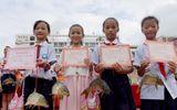 Hi hữu: Trường học trao cá chép làm phần thưởng cho học sinh giỏi