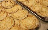 Sức khoẻ - Làm đẹp - Điều tra nhóm học sinh trộn nước tiểu, dịch lạ vào bánh rồi cho giáo viên ăn