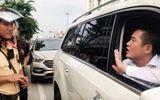 """Vụ người xưng chủ xe, ôm bọc tiền """"cố thủ"""" trên Mercedes: CSGT nói gì?"""