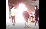Thanh niên nghịch dại châm lửa đốt xe ở trạm xăng và cái kết