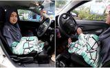 Video: Khuyết tật tay, cô gái lái xe ô tô bằng chân cực đỉnh