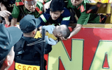 Người đầu tiên phát hiện bé trai co giật trên sân Thiên Trường kể lại giây phút nghẹt thở