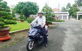Chủ tịch UBND tỉnh Đồng Tháp chia sẻ lý do tự chạy xe máy đi làm cả chục năm qua