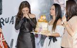 Hương Tràm gây bất ngờ vì kí hợp đồng 5 năm ca hát tại Mỹ