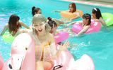 Video: Hari Won khoe tóc bạch kim, diện bikini gợi cảm quay MV mới