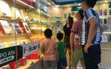 """Phụ huynh Hà Nội đổ xô đi mua đồng hồ định vị cho con sau vụ bé 6 tuổi bị """"bỏ quên"""" trên xe"""