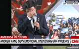 Ứng viên tổng thống Mỹ bật khóc trong lúc nói về bạo lực súng đạn