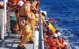 Đà Nẵng: Cứu 6 thuyền viên bị chìm tàu trên vùng biển Hoàng Sa