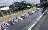 Tin trong nước - Tin tức tai nạn giao thông mới nhất hôm nay 18/8/2019: Xe chở bia gặp nạn, người dân hỗ trợ tài xế