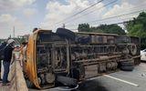 Tin trong nước - Bình Dương: Lật xe khách trên quốc lộ, hàng chục hành khách gào khóc kêu cứu
