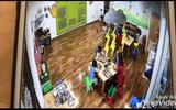 Giáo dục pháp luật - Phẫn nộ cô giáo mầm non ở Hà Nội nhốt trẻ vào tủ quần áo, đóng cửa lại 50 giây
