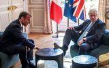 Tin thế giới - Thủ tướng Anh gây xôn xao vì gác chân lên bàn cà phê điện Elysee