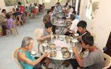 """Việc tốt quanh ta - Bình Phước: """"Suất cơm 0 đồng"""" dành cho bệnh nhân nghèo"""