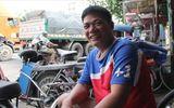 Anh thợ sửa xe đạp bên đường sẵn sàng giúp đỡ người bị nạn