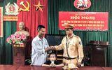 CSGT Hà Nội giúp bé trai bị lạc trên quốc lộ về với gia đình