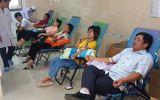 Gần 30 bác sĩ, người dân hối hả hiến máu cứu người phụ nữ bị 2 xe tông