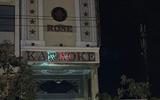 """Đột kích quán karaoke, phát hiện 15 nam nữ thanh niên đang """"bay lắc"""" ma túy"""