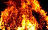 Khống chế đối tượng giữ 4 người thân trong nhà, xả van bình gas đe dọa châm lửa