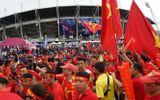 """CĐV Việt Nam """"nhuộm đỏ"""" sân Thammasat trước trận đại chiến với Thái Lan"""