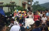 """""""Phát sốt"""" với đám cưới rước dâu bằng công nông và phản ứng bất ngờ của người vợ"""