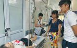 Duy Mạnh đến thăm nữ CĐV bị thương vì pháo sáng, Hà Nội FC hứa chi trả viện phí