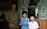 Quảng Trị: Khen thưởng hai học sinh nhặt được hơn 16 triệu đồng trả lại người mất