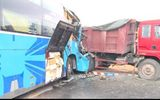 TP.HCM: Xe khách tông xe ben, 3 người nguy kịch
