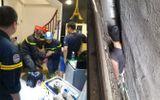 Tin trong nước - Hi hữu: Giải cứu người đàn ông bị mắc kẹt giữa 3 ngôi nhà ở Hà Nội