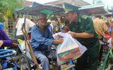 Việc tốt quanh ta - Ấm áp tình người trong những túi gạo, thùng mì tôm gửi đến làng phong Quy Hòa
